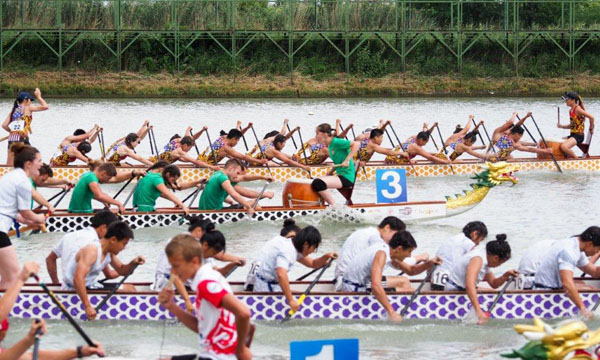 Lincoln Dragon Boat in action